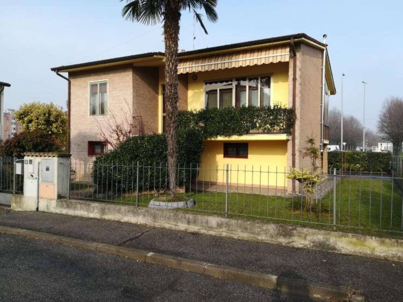 Villa in discrete condizioni in vendita Rif. 8964361