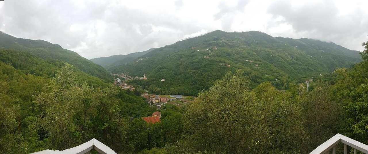 Appartamento in vendita a Mezzanego, 5 locali, prezzo € 110.000 | CambioCasa.it