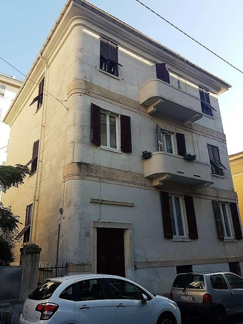 Appartamento in vendita a Chiavari, 7 locali, prezzo € 370.000 | CambioCasa.it