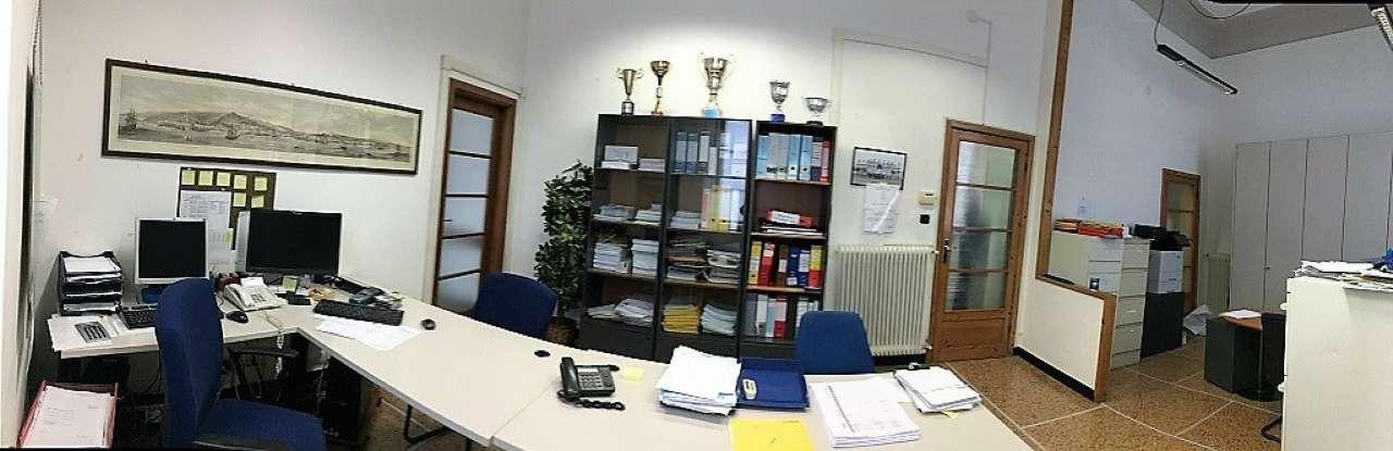 Ufficio / Studio in affitto a Chiavari, 5 locali, prezzo € 1.500 | CambioCasa.it