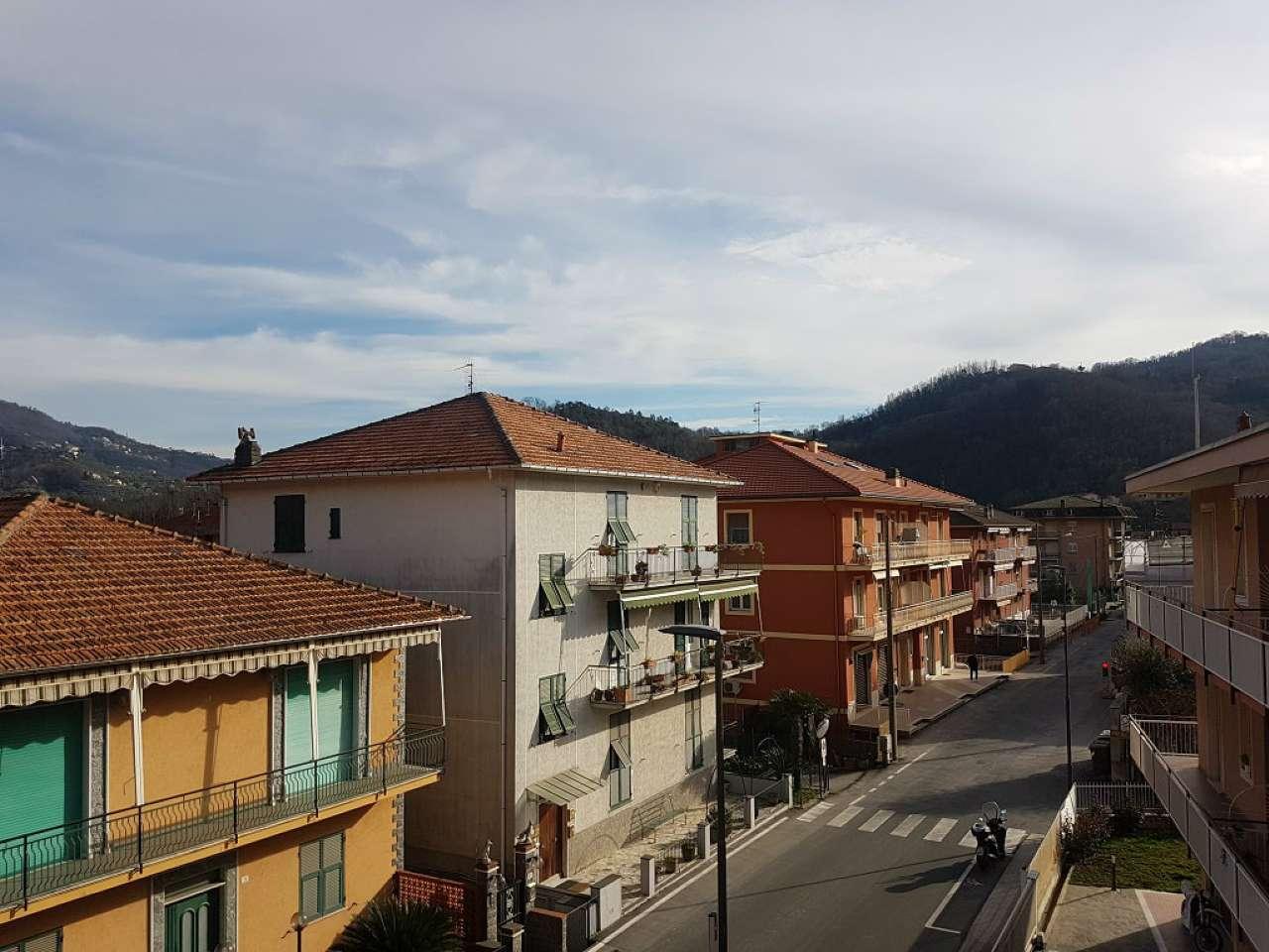 Appartamento in affitto a Carasco, 6 locali, prezzo € 600 | CambioCasa.it
