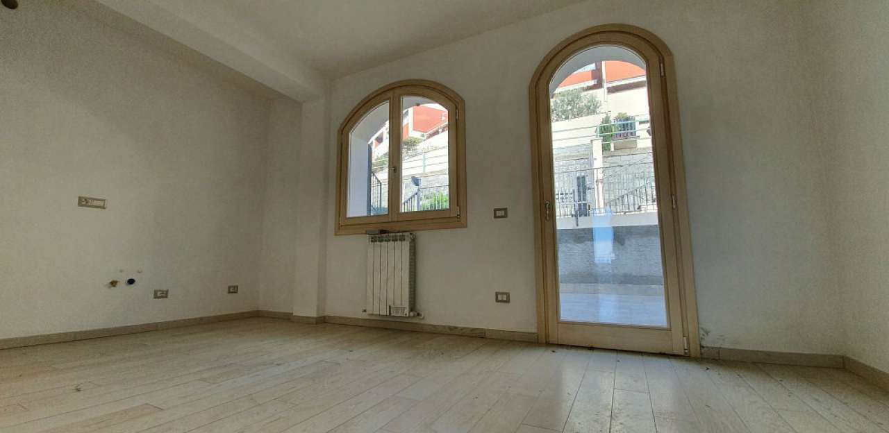 Appartamento in vendita a Chiavari, 3 locali, prezzo € 185.000 | CambioCasa.it