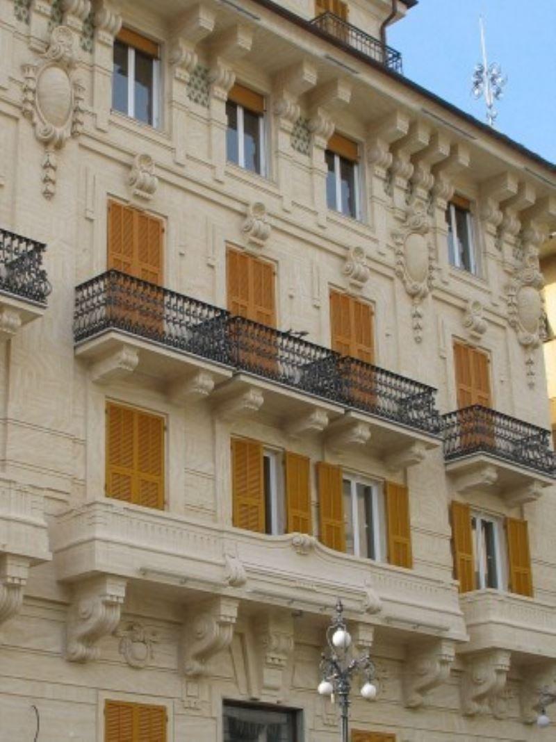 Ufficio / Studio in affitto a Chiavari, 5 locali, prezzo € 1.300 | CambioCasa.it