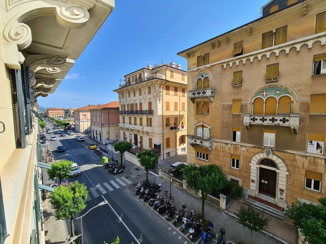 Appartamento in vendita a Chiavari, 8 locali, prezzo € 350.000 | PortaleAgenzieImmobiliari.it