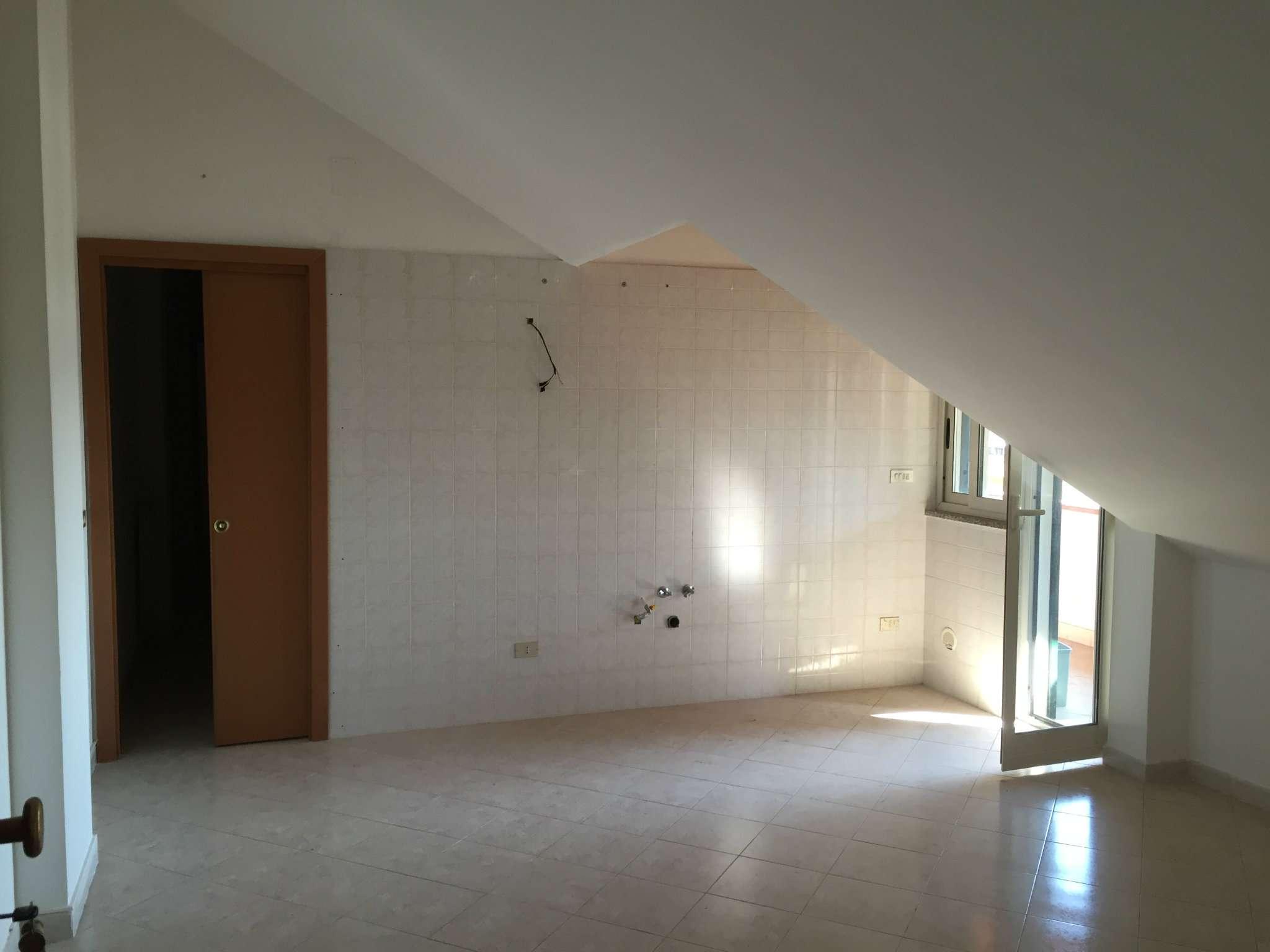 Attico / Mansarda in affitto a Giugliano in Campania, 3 locali, prezzo € 400   CambioCasa.it