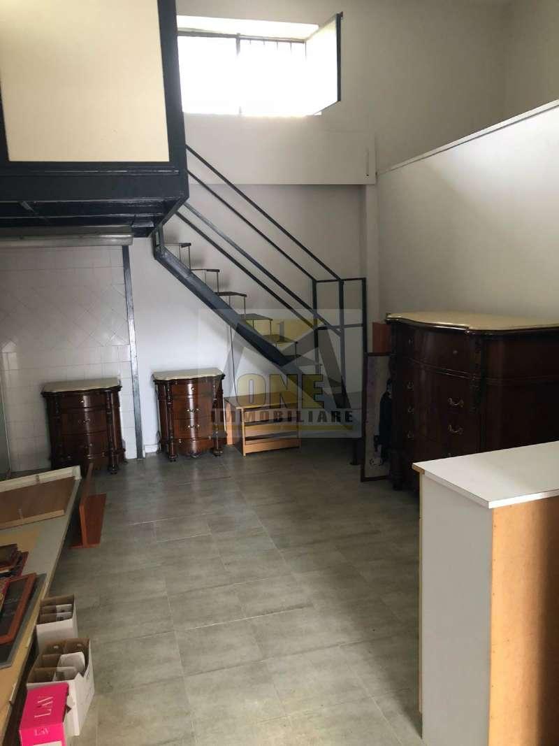 Negozio / Locale in affitto a Giugliano in Campania, 1 locali, prezzo € 400   CambioCasa.it
