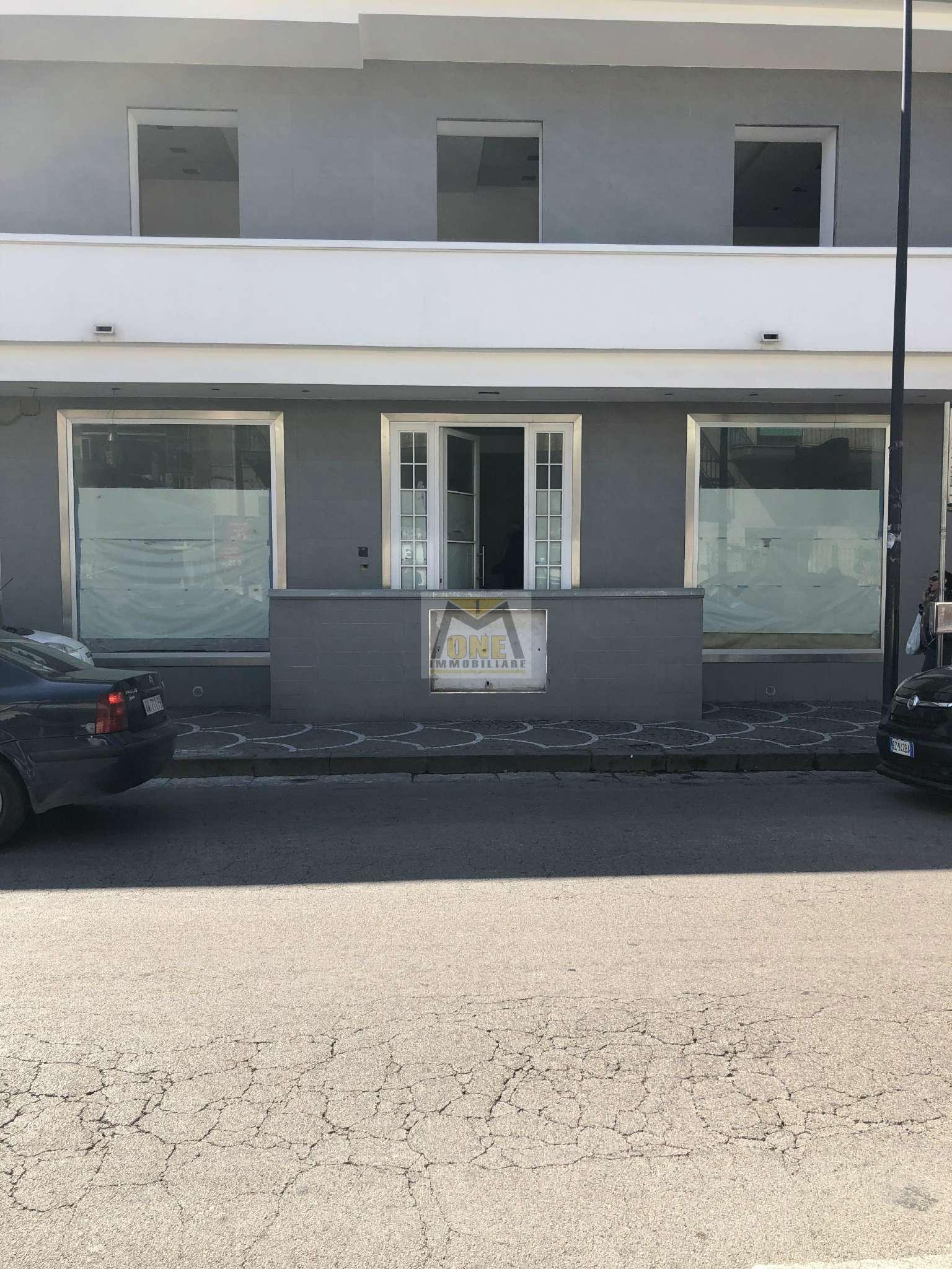 Immobile Commerciale in affitto a Giugliano in Campania, 8 locali, prezzo € 2.500 | CambioCasa.it