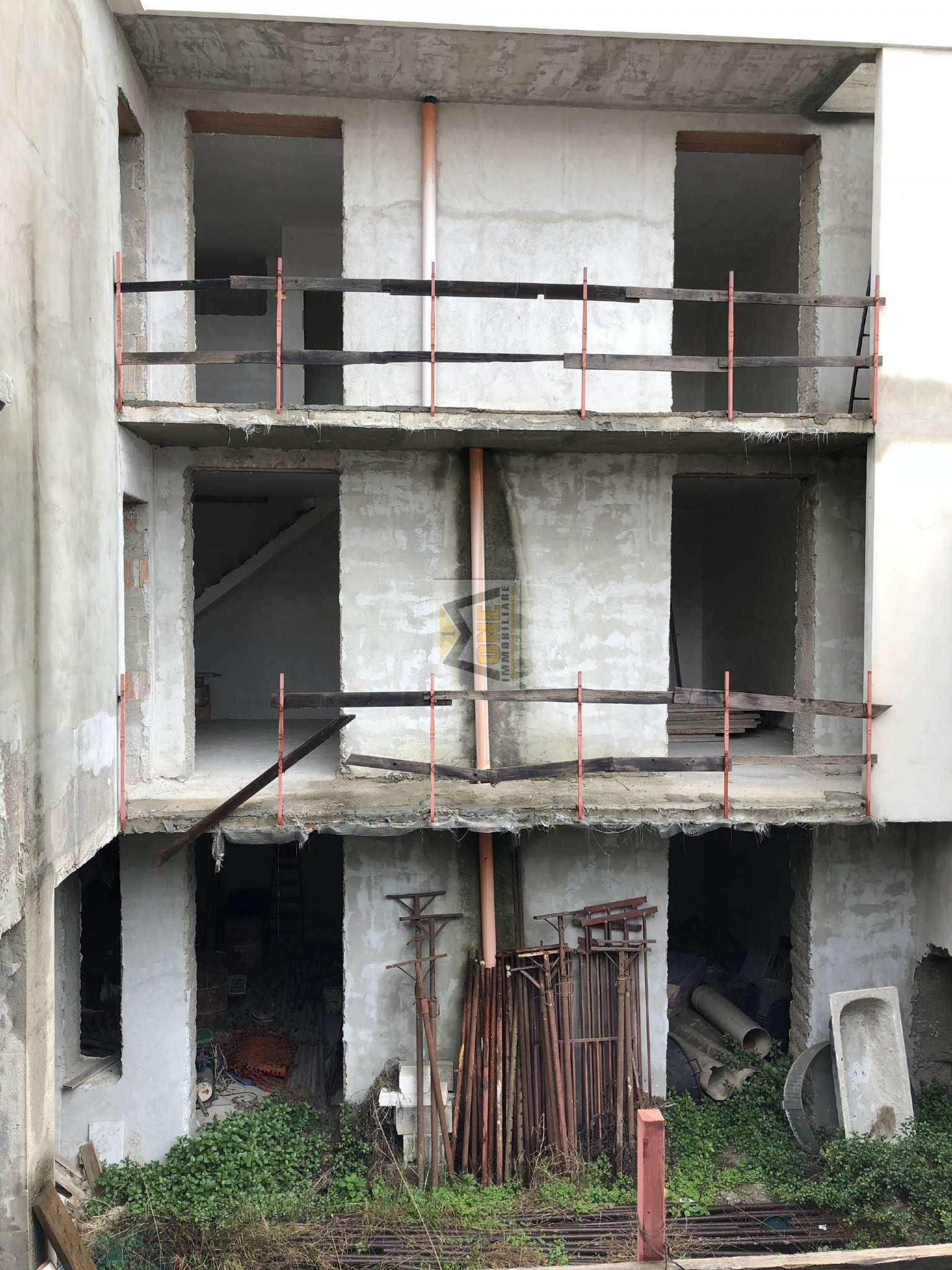 Palazzo / Stabile in vendita a Giugliano in Campania, 7 locali, prezzo € 330.000   CambioCasa.it