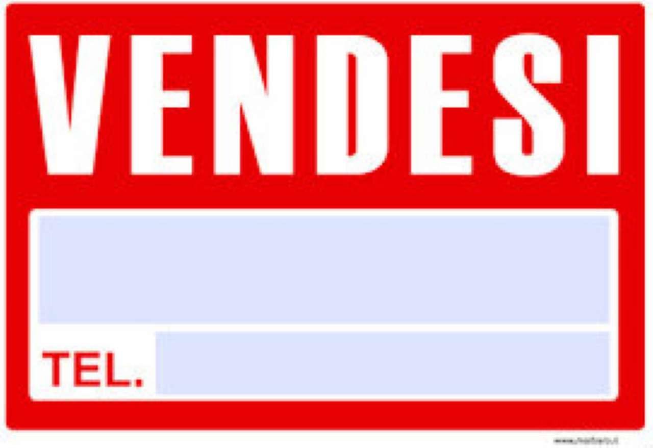 Negozio / Locale in vendita a Aversa, 3 locali, prezzo € 175.000 | CambioCasa.it
