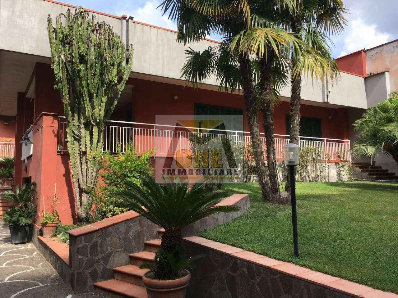 Villa in vendita a Giugliano in Campania, 9 locali, prezzo € 750.000   CambioCasa.it