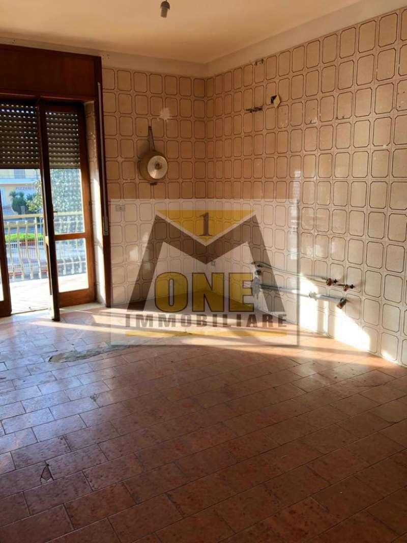 Appartamento in discrete condizioni in affitto Rif. 8551558