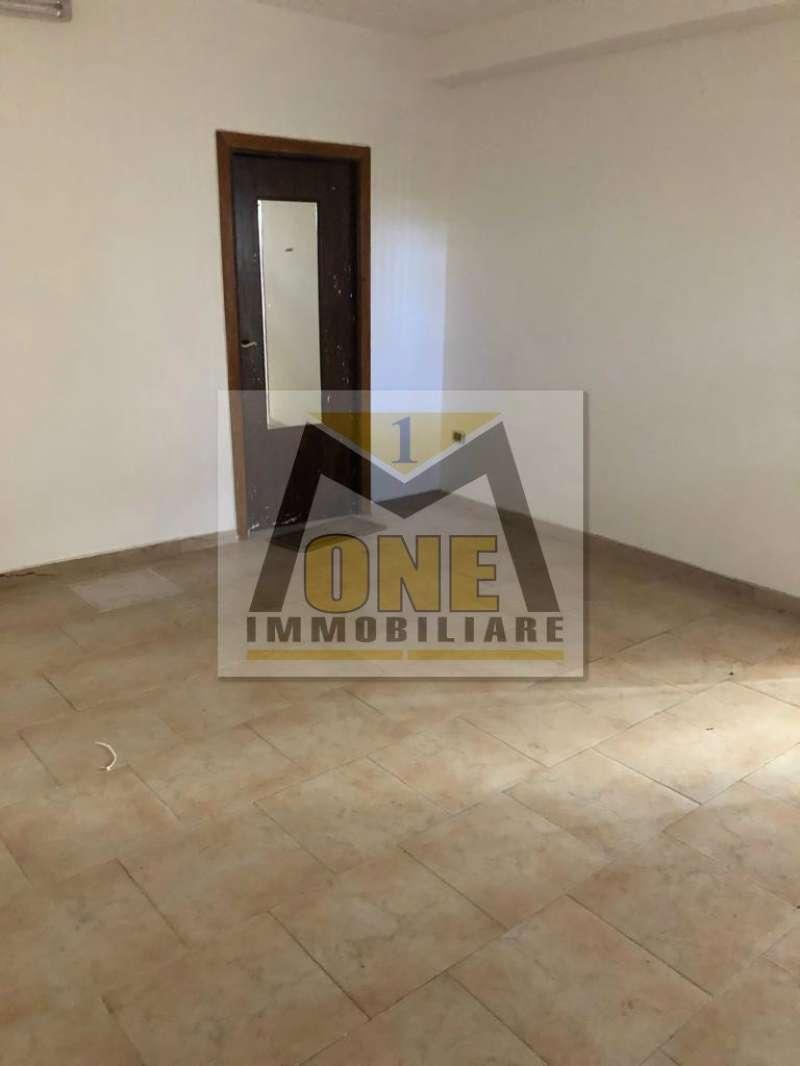 Negozio / Locale in affitto a Giugliano in Campania, 1 locali, prezzo € 300   CambioCasa.it