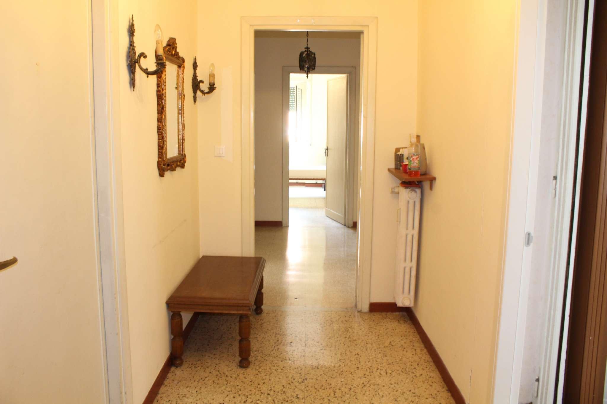 Stanza / posto letto in buone condizioni arredato in affitto Rif. 8190591