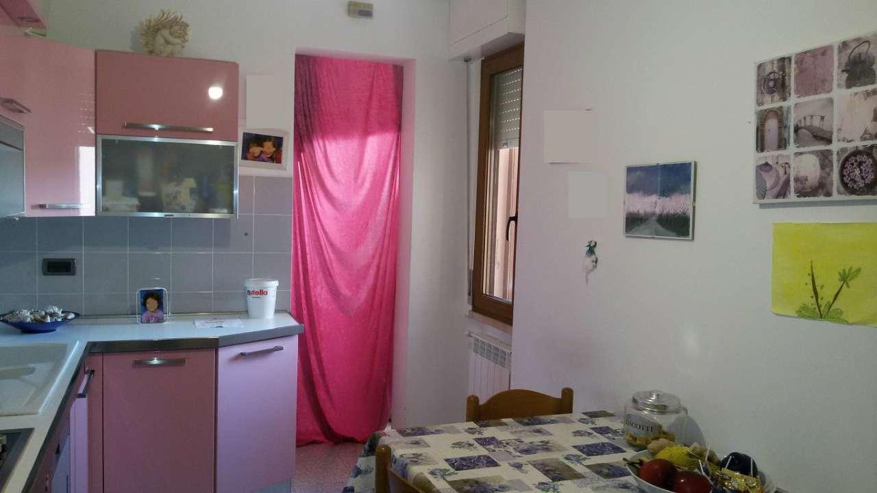 Albinia - Appartamento al 3° piano di 140 mq con 3 camere, doppi servizi. Rif.655/A