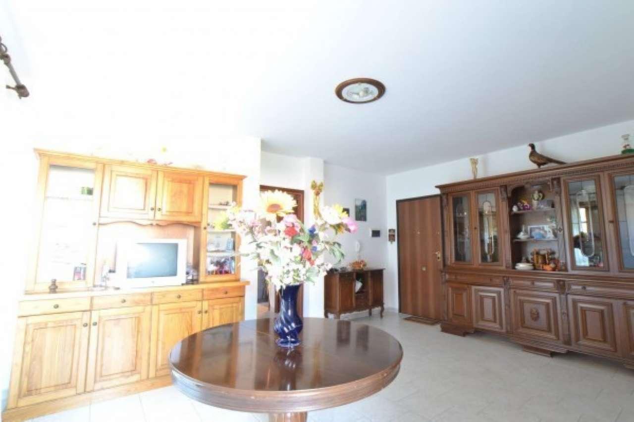 Appartamento in buone condizioni parzialmente arredato in vendita Rif. 8443981