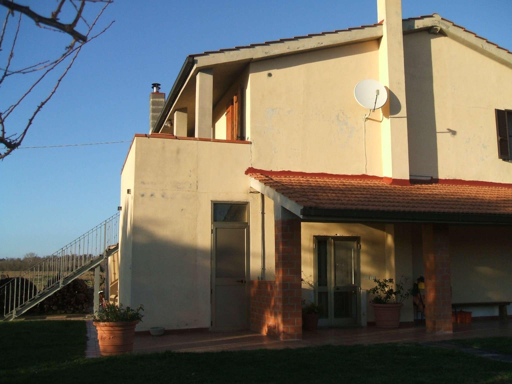 Marsiliana- Casale su 2 livelli  con 3 unità abitative distinte. Rif. Casale 1