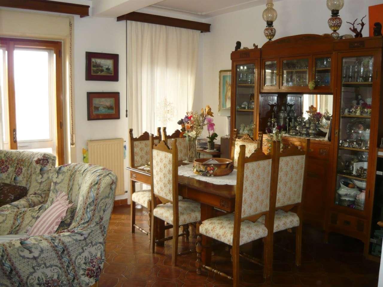 Appartamento da ristrutturare parzialmente arredato in vendita Rif. 8444002