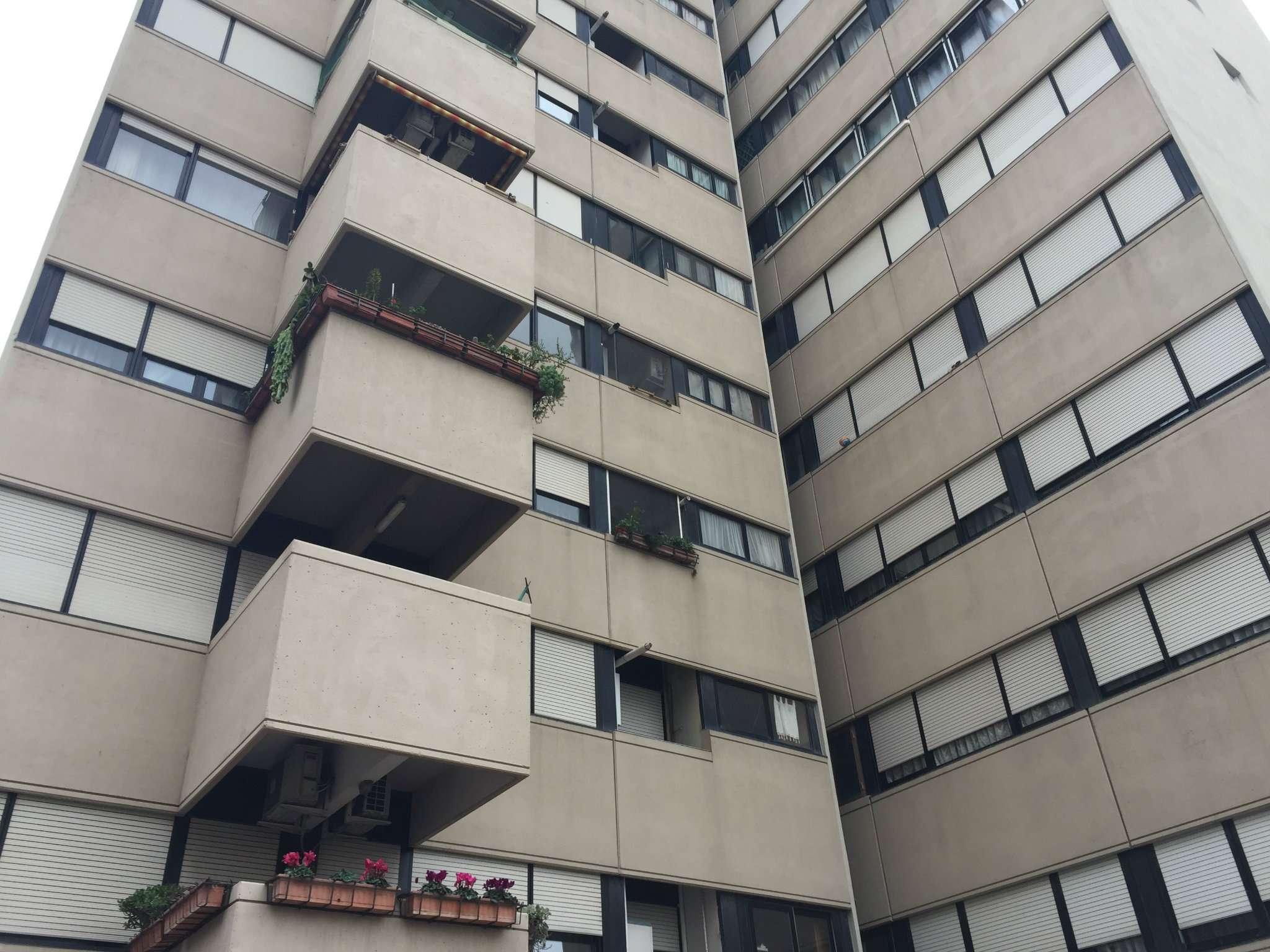Appartamento in vendita a Roma, 4 locali, zona Zona: 21 . Laurentina, prezzo € 225.000 | CambioCasa.it