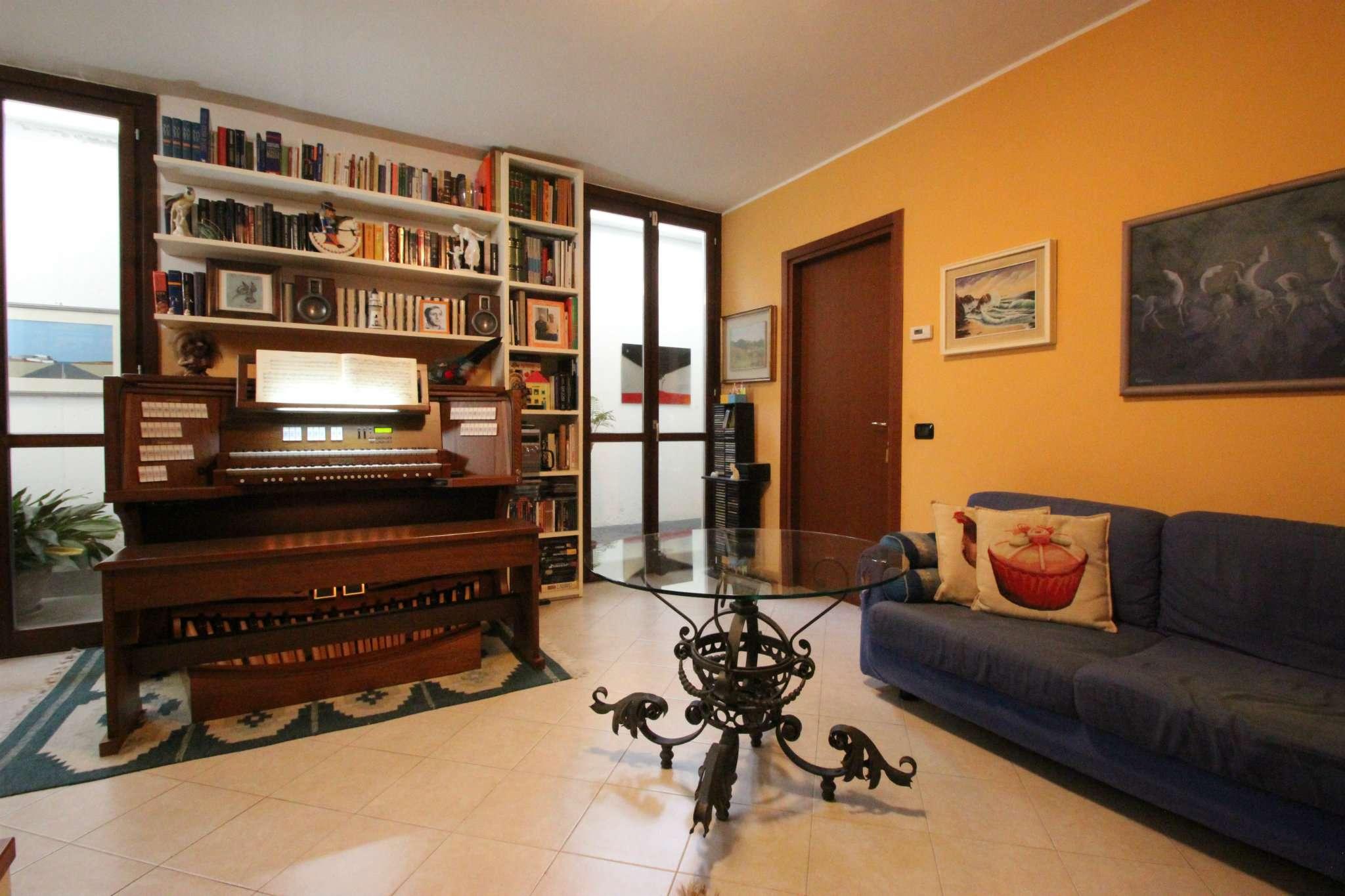 Appartamento in buone condizioni in vendita Rif. 5226037