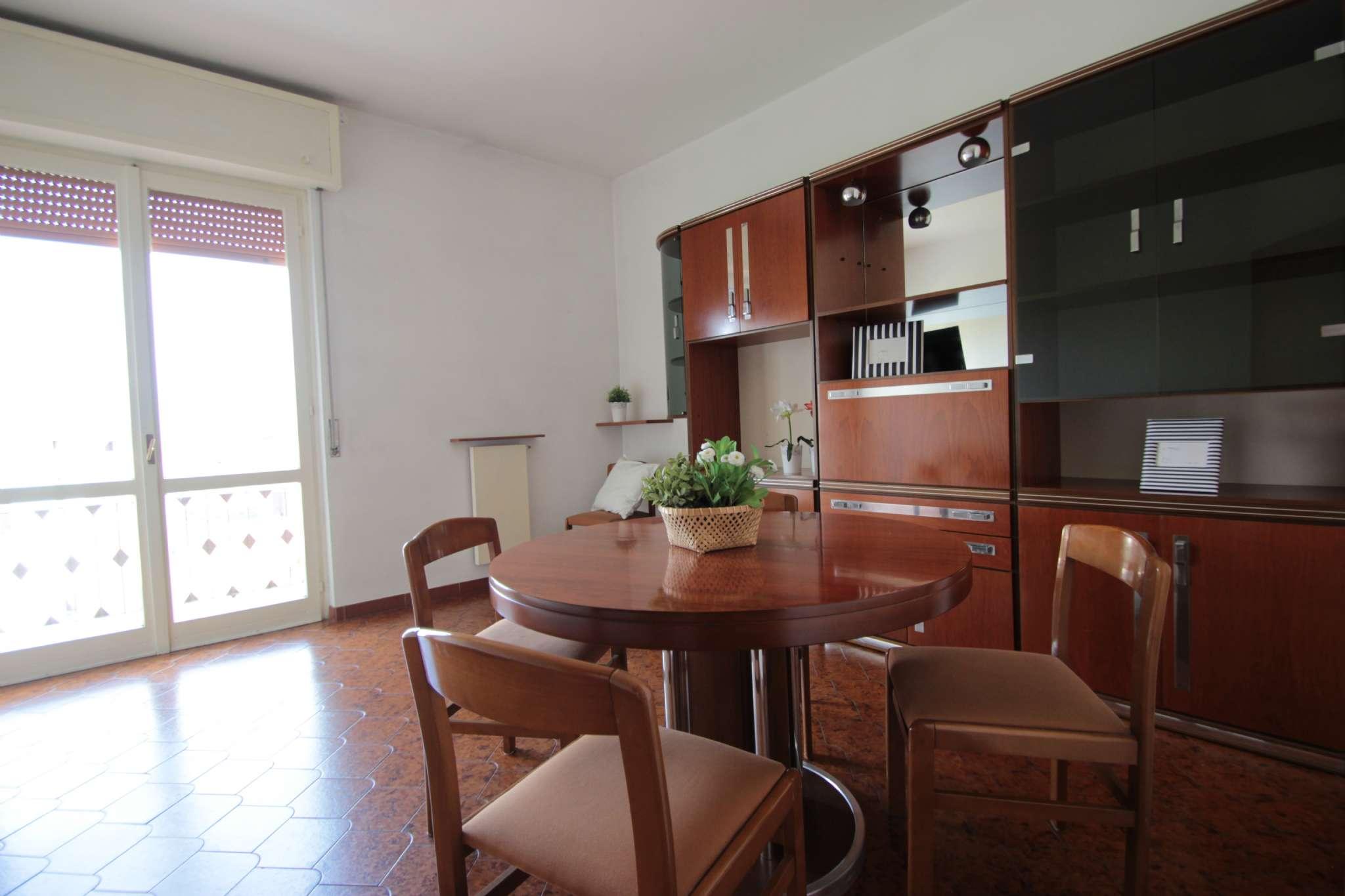 Appartamento in buone condizioni parzialmente arredato in vendita Rif. 6569297