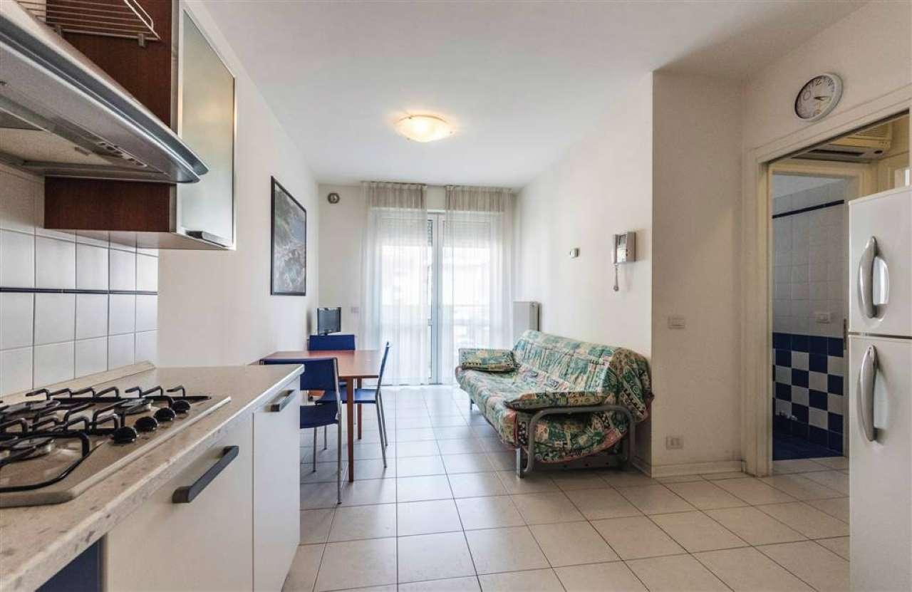 Appartamento in ottime condizioni arredato in vendita Rif. 9053869
