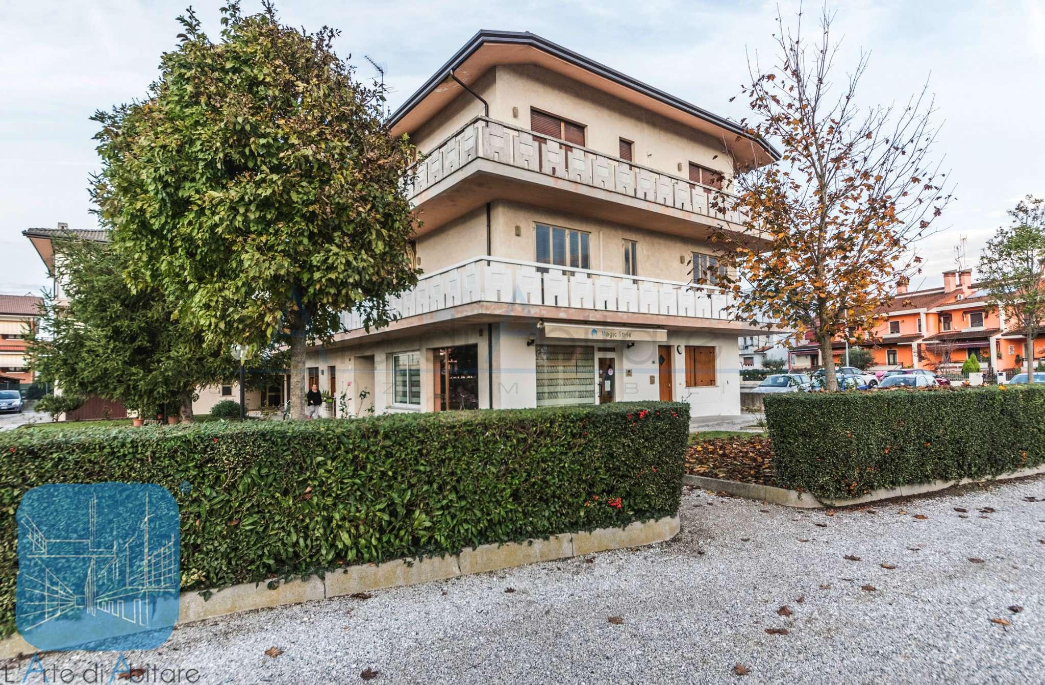 Appartamento in buone condizioni in vendita Rif. 8619846
