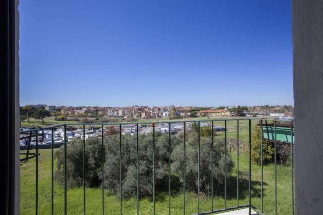 Appartamento in affitto a Roma, 2 locali, zona Zona: 36 . Finocchio, Torre Gaia, Tor Vergata, Borghesiana, prezzo € 550 | CambioCasa.it