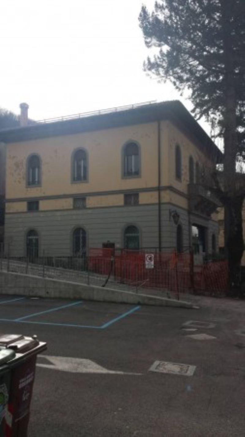 Foto 1 di Palazzo / Stabile Castiglione Dei Pepoli
