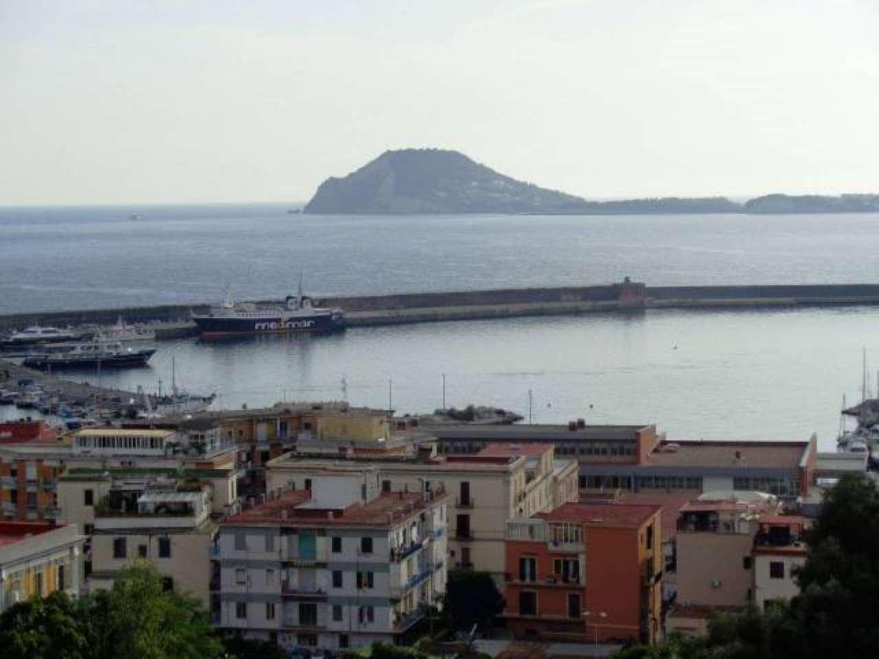 Appartamento in vendita a Pozzuoli, 5 locali, prezzo € 429.000   CambioCasa.it