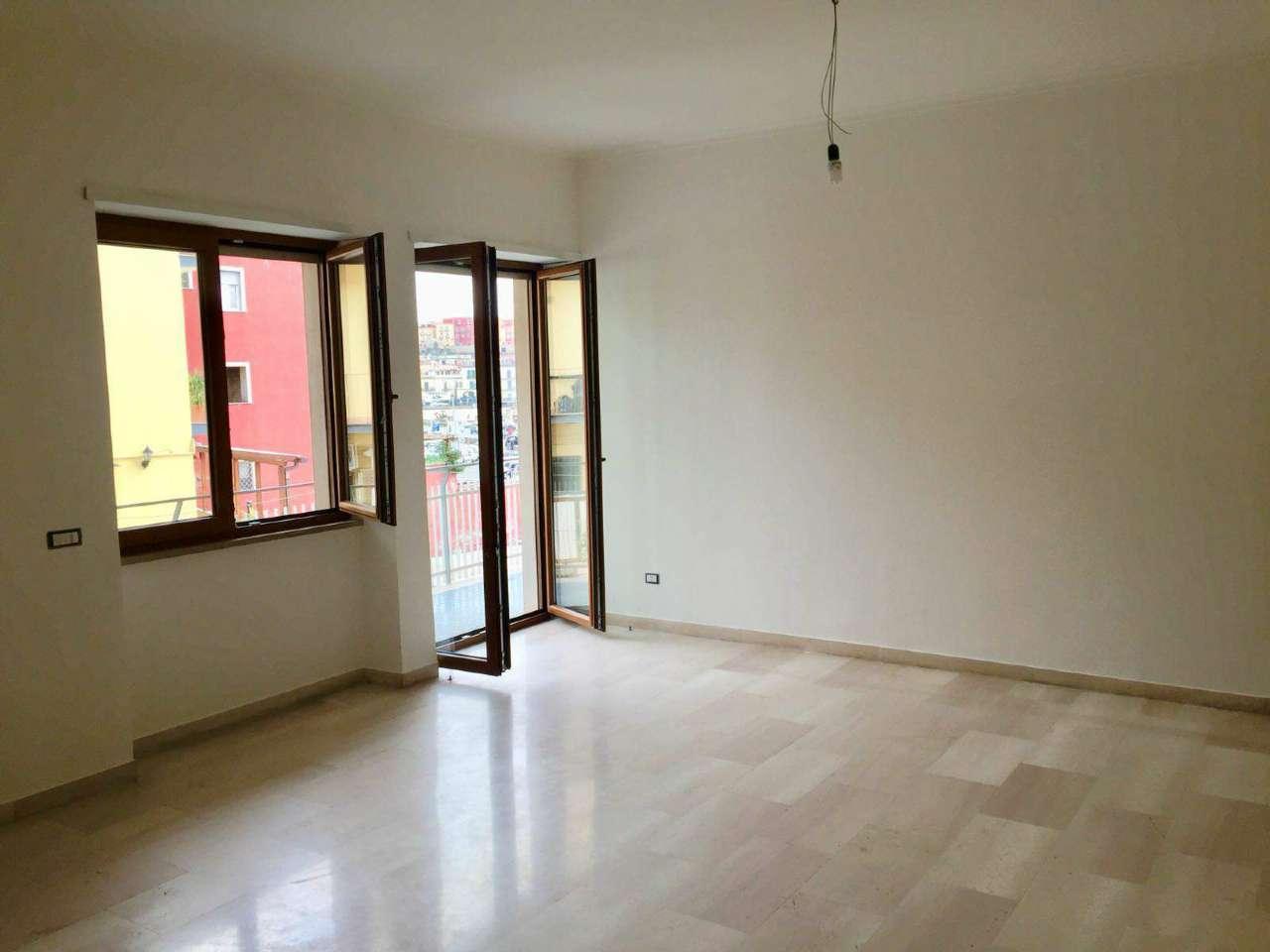 Appartamento in affitto a Pozzuoli, 4 locali, prezzo € 980   CambioCasa.it