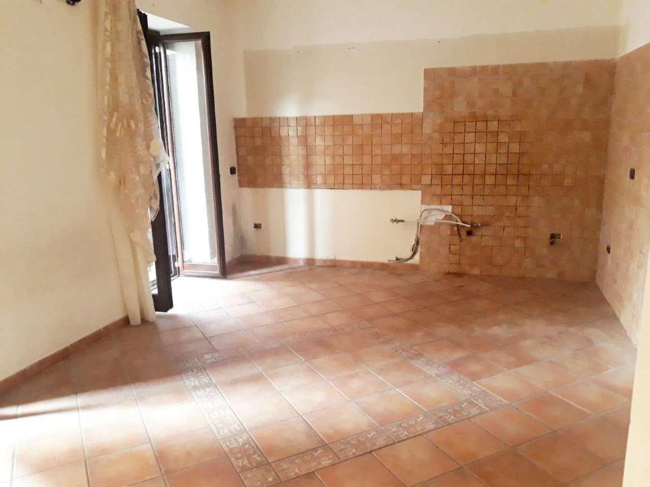 Appartamento in vendita a Pozzuoli, 3 locali, prezzo € 149.000 | CambioCasa.it