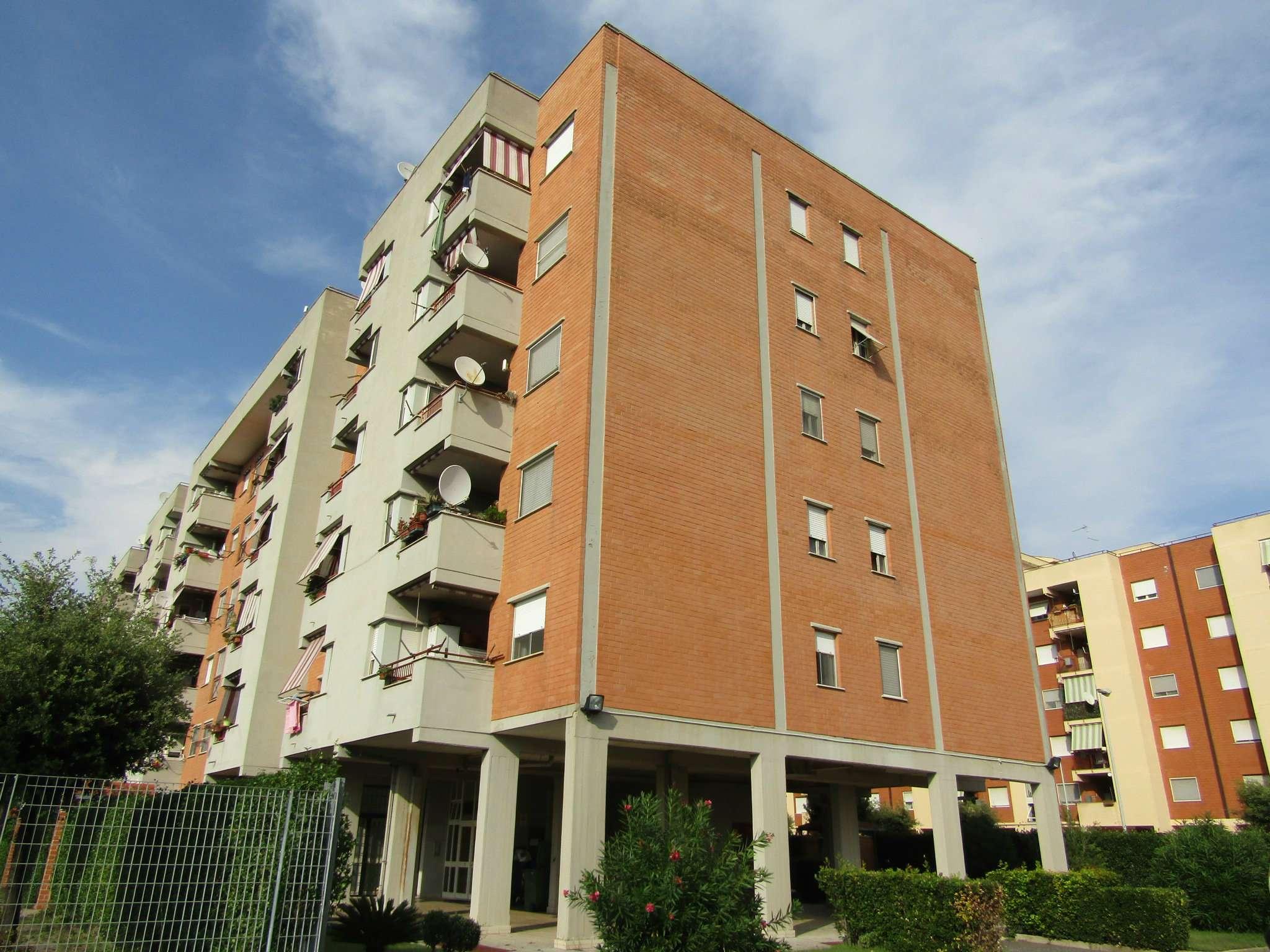 Appartamento in buone condizioni in vendita Rif. 7970115