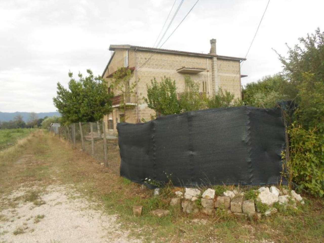 Soluzione Indipendente in vendita a Dugenta, 11 locali, prezzo € 220.000 | CambioCasa.it