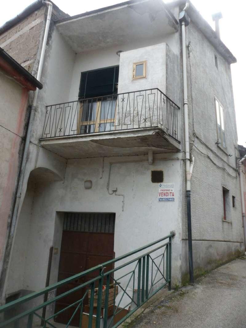 Palazzo / Stabile in vendita a Moiano, 7 locali, prezzo € 50.000 | CambioCasa.it