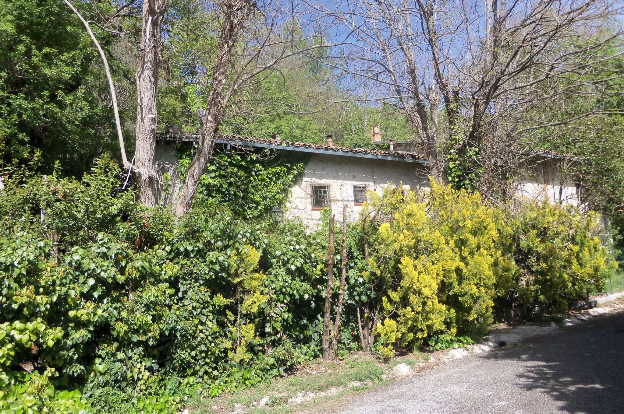 Palazzo / Stabile in vendita a Collalto Sabino, 6 locali, prezzo € 165.000 | CambioCasa.it