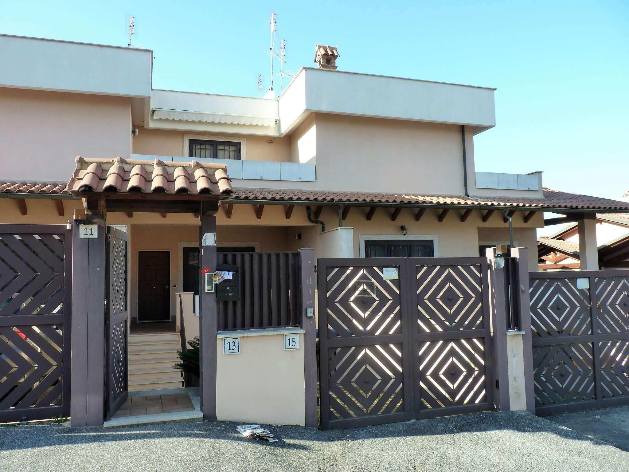 Villa Tri-Quadrifamiliare in vendita a Roma, 5 locali, zona Zona: 21 . Laurentina, prezzo € 430.000 | CambioCasa.it