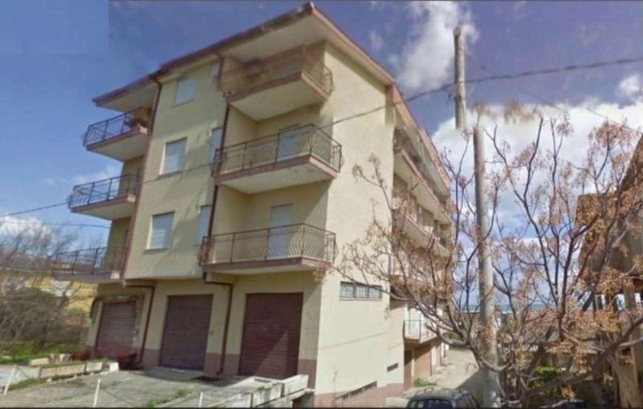Appartamento in buone condizioni in vendita Rif. 5230664