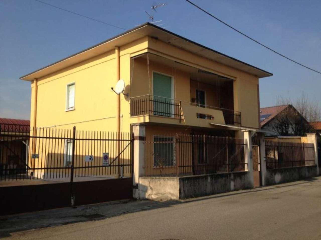 Soluzione Indipendente in vendita a Samarate, 6 locali, prezzo € 195.000 | CambioCasa.it