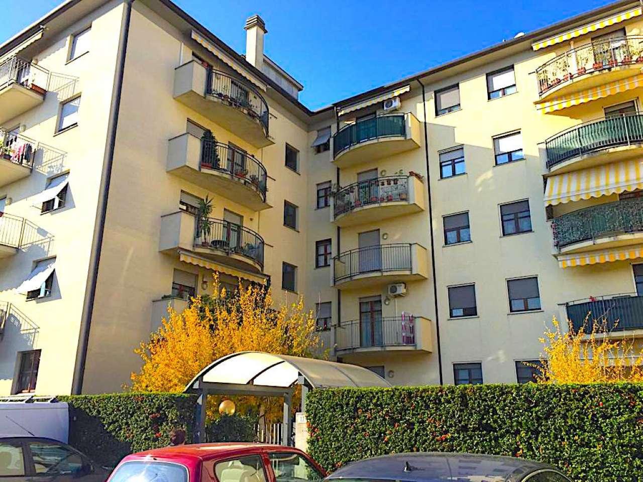 Appartamento in buone condizioni arredato in affitto Rif. 8693000