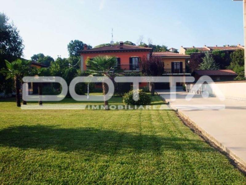 Soluzione Indipendente in vendita a Dogliani, 5 locali, Trattative riservate | CambioCasa.it