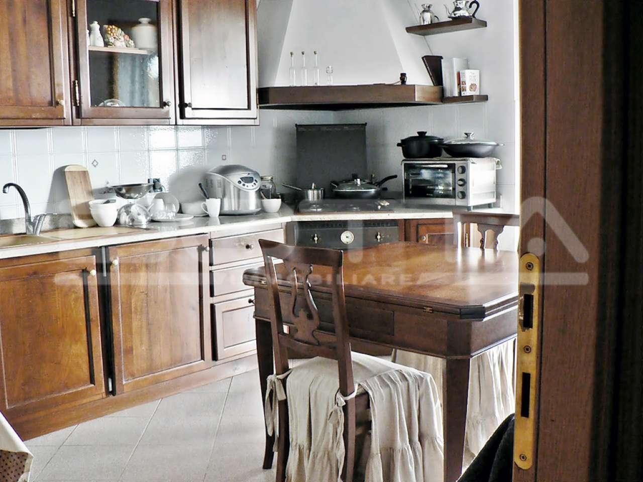Appartamento in buone condizioni parzialmente arredato in vendita Rif. 5231221
