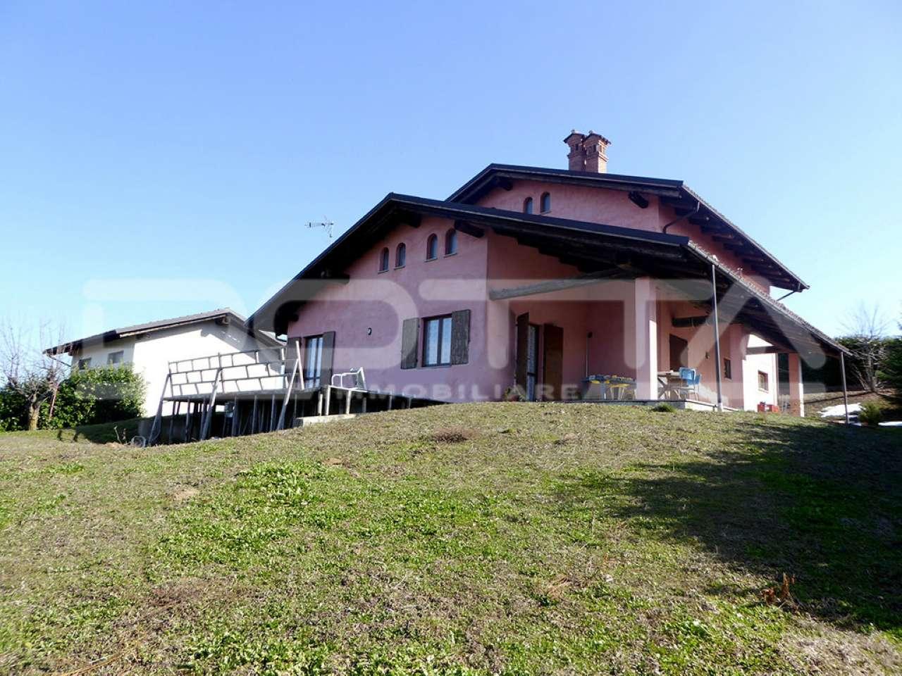 Rustico / Casale in vendita a Dogliani, 4 locali, prezzo € 199.000   CambioCasa.it