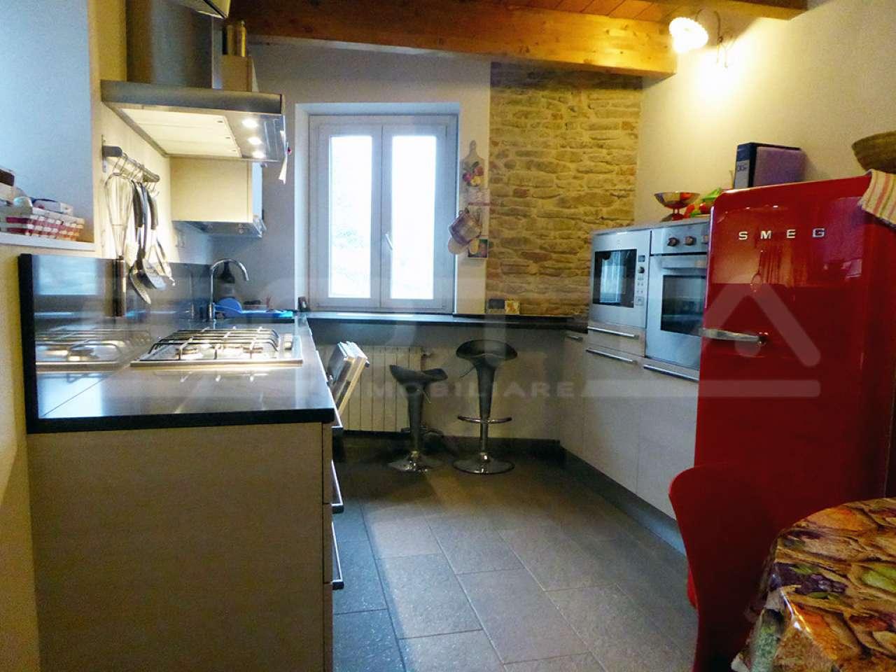 Villa a Schiera in vendita a Diano d'Alba, 6 locali, prezzo € 187.000   CambioCasa.it