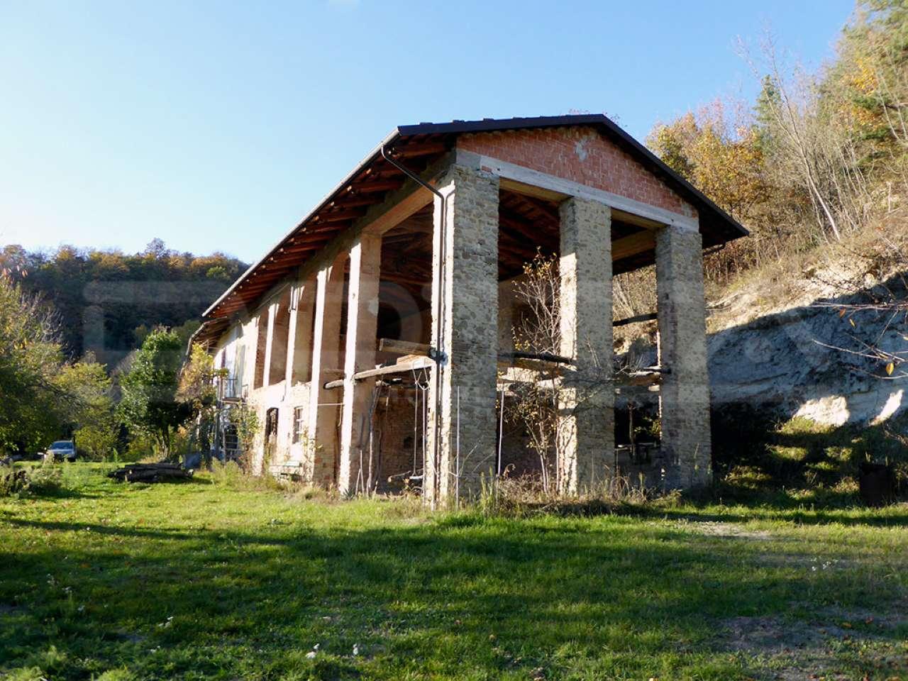 Rustico / Casale in vendita a Bossolasco, 10 locali, prezzo € 535.000 | CambioCasa.it