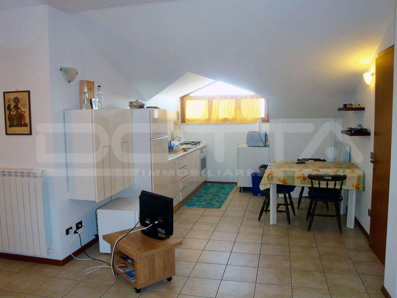 Appartamento in buone condizioni arredato in vendita Rif. 5231260