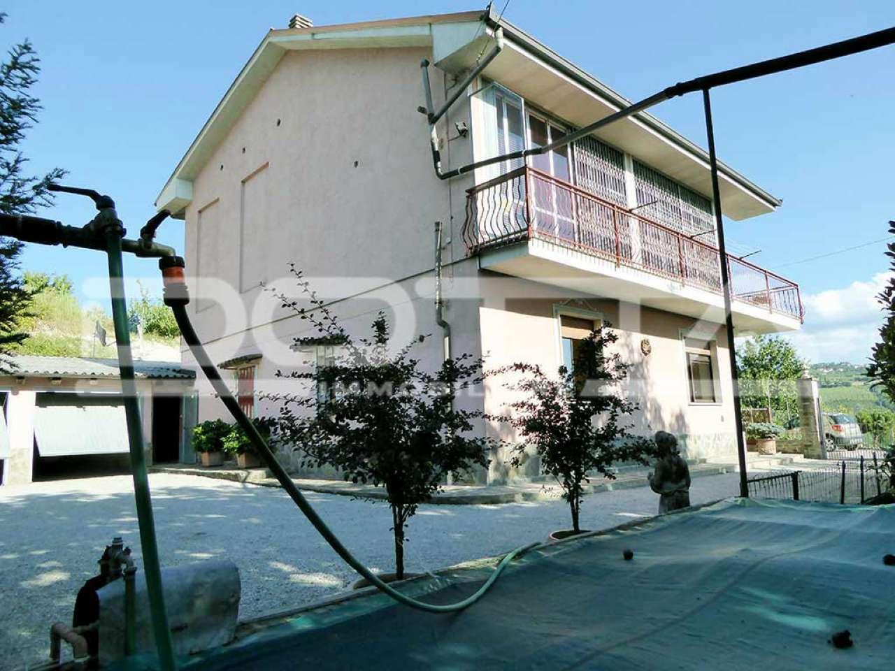 Soluzione Indipendente in vendita a Dogliani, 7 locali, prezzo € 160.000   CambioCasa.it
