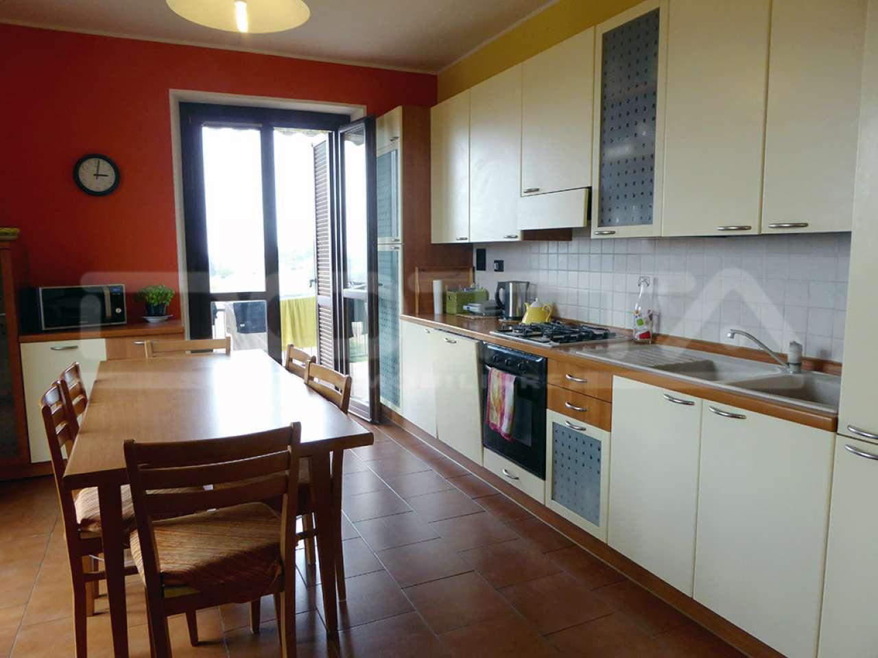 Appartamento in buone condizioni parzialmente arredato in vendita Rif. 5231252