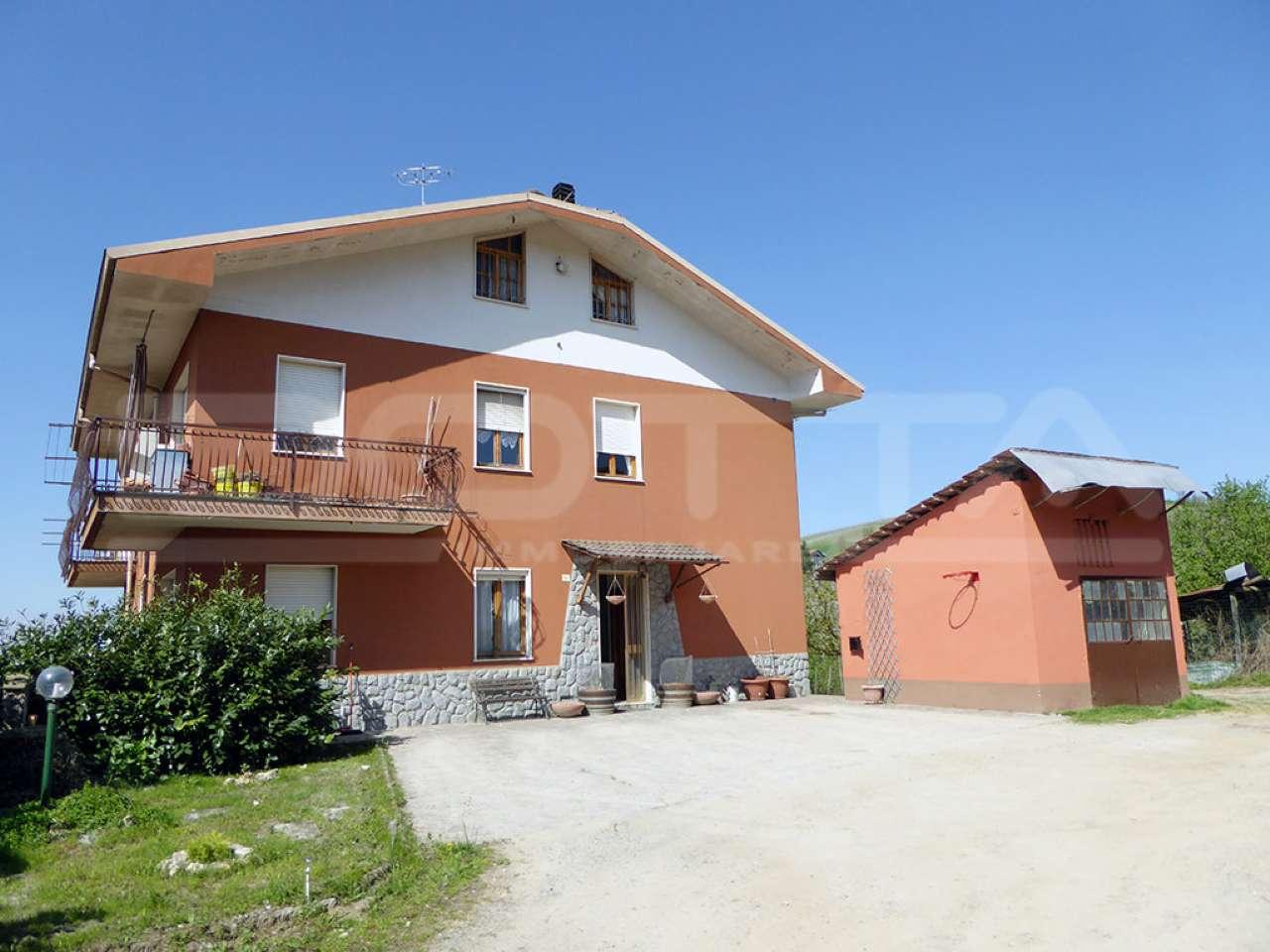 Soluzione Indipendente in vendita a Dogliani, 10 locali, prezzo € 248.000 | CambioCasa.it