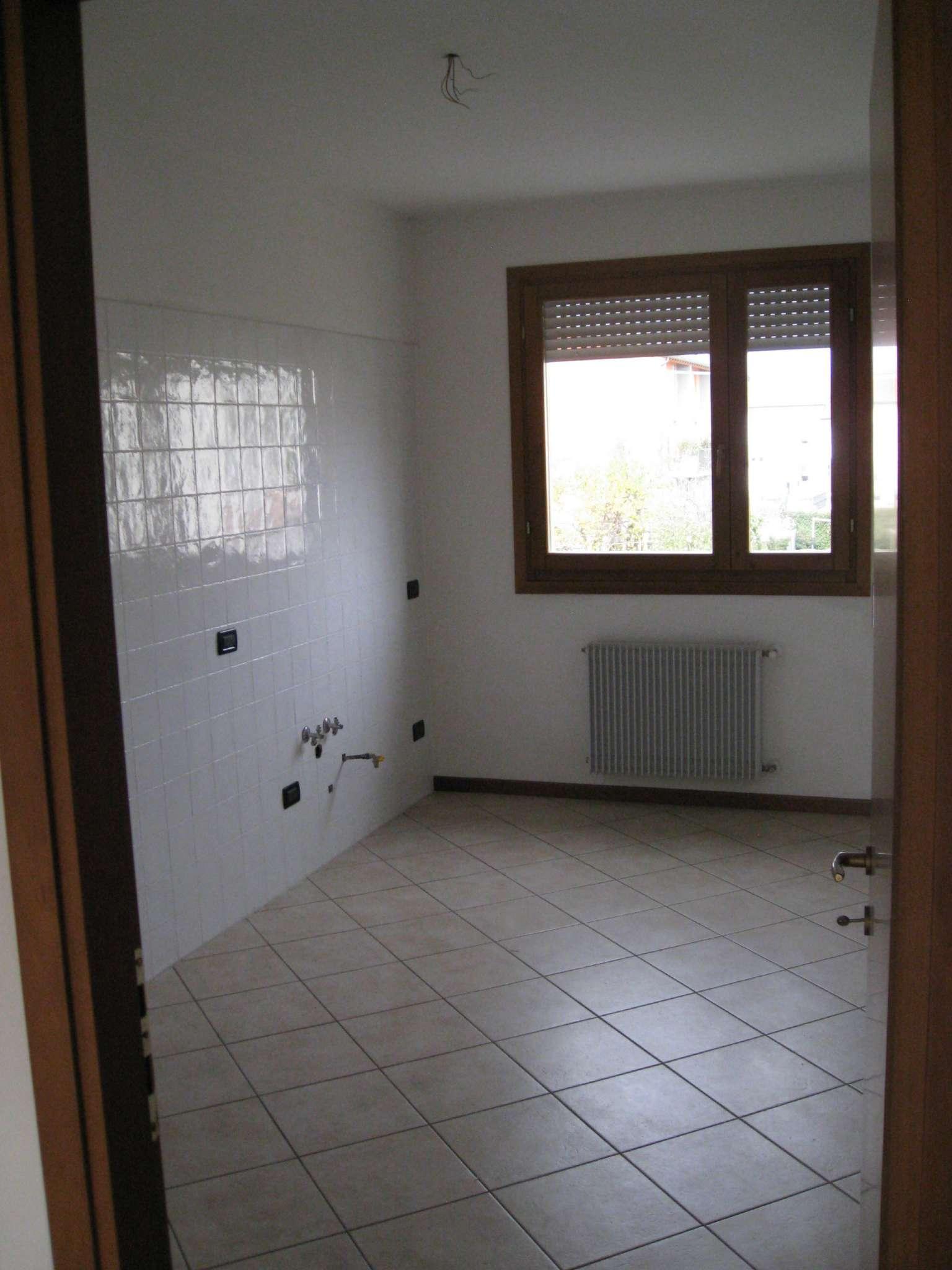 Appartamento in buone condizioni in vendita Rif. 6842829