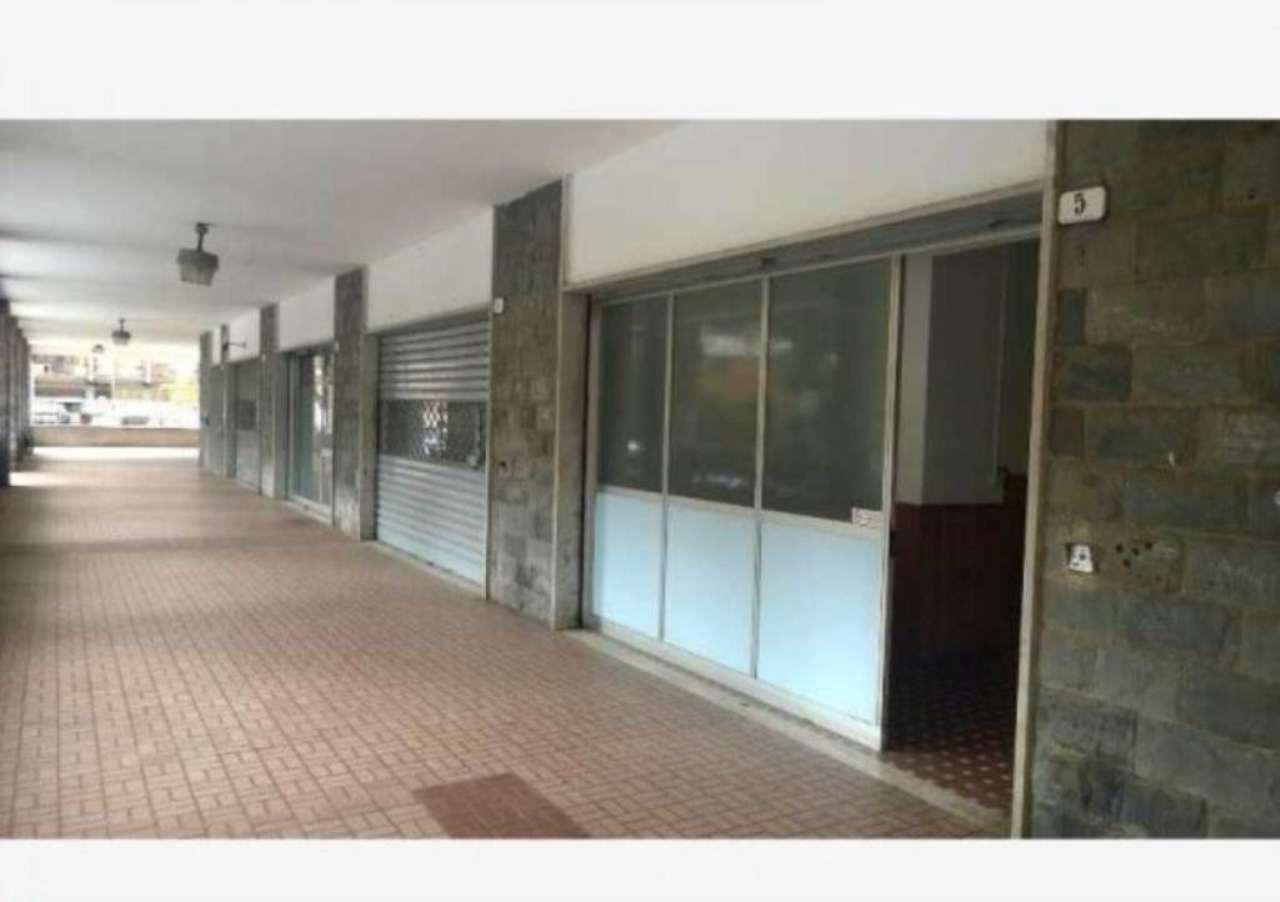 Negozio / Locale in affitto a Recco, 3 locali, prezzo € 900   CambioCasa.it